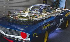 Não é raro encontrar pela internet apaixonados por slot cars, também conhecido por automobilismo de fenda ou ainda o popular Autorama, mas alguns levam sua paixão a outro nível. Confira!