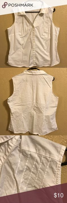 St John's Bay Sleeveless Blouse Size 1X St John's Bay brand button-up stretch blouse. No rips or stains, only worn once. From pet-free, smoke-free home. St. John's Bay Tops Button Down Shirts