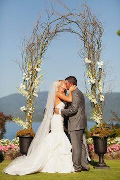 Outdoor Wedding Arch - Photography By / meganrobinsonblog.com, Floral Design By / fleurtationsfloral.com