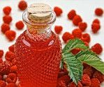 I'm not into canning but I could be for this drink! Fantastic resource for preserving fruit in alcohol to make your own liqueur. I tried it with Strawberry Liqueur and it was perfect. Homemade Alcohol, Homemade Liquor, Homemade Gifts, Flavored Alcohol, Homemade Syrup, Infused Vodka, Raspberry Cordial, Strawberry Vodka, Alcoholic Drinks