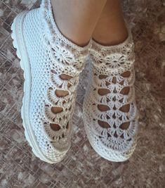 Crochet Shoes Pattern, Crochet Doily Patterns, Crochet Designs, Knitting Patterns, Crochet Boot Socks, Crochet Sandals, Crochet Slippers, Knitting Yarn, Baby Knitting
