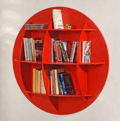 Costruzione corredata di foto passo-passo e testi esplicativi di una bellissima libreria rotonda fai da te che impreziosisce i nostri ambienti