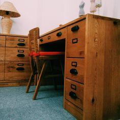 「書斎やちょっと家で仕事をするときに、小振りなデスクがあると便利。 #デスク #大人にもデスク #書斎 #大人になったら書斎を持とう」 ― 家具 木の國屋 (飛騨高山の家具・インテリア店)さん(@kagu_kinokuniya)