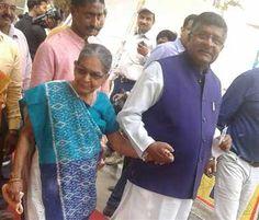 बिहार विधानसभा चुनाव के तीसरे चरण में राज्यपाल व मुख्यमंत्री सहित कई मंत्रियों व पूर्व मंत्रियों ने वोट डाले। यह सिलसिला जारी है। View more Bihar Election News - http://www.jagran.com/bihar-election2015.html