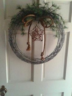 Christmas Craft Show, Christmas Crafts For Adults, Homemade Christmas Gifts, Christmas Decor, Christmas Ideas, Barbed Wire Wreath, Barbed Wire Art, Barn Board Crafts, Barb Wire Crafts