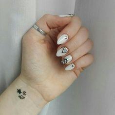 March 2018. #nails #longnails #whitenails #metalicnails #geometricnails #nailart #nailinspo #naturalnails