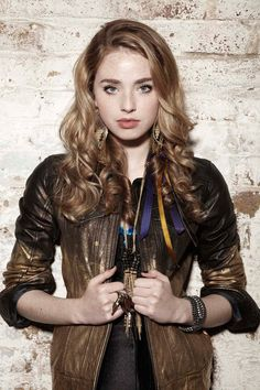 I love how they style her character on Skins UK!