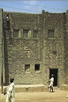 Africa | Hausa building with molded low-relief decoration, Zaria, Nigeria. | ©Frank Willett //