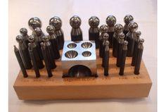 Serie di 24 imbottitori imbottitoi 1 bottoniera cubica 45 mm base in legno orafi