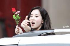 160529 [SNSD] Seohyun. and kisses!