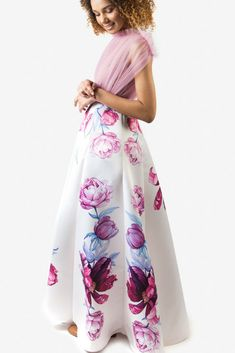 SINESTEZIC.COM | The wrinkled tulle at the top will give you a refreshing feeling, just like the sound of a violin heard from a room on a summer night. The skirt is printed with watercolor peonies painted by Sinestezic. | Sleeveless maxi evening dress | Watercolor printed maxi evening dress | Sleeveless maxi evening gown | Peonies printed maxi evening gown | Peonies printed long evening dress | Watercolor printed long evening gown  #Sinestezic #eveningdresses #printeddresses #elegantdresses Peony Painting, Peony Print, Long Evening Gowns, Red Carpet Dresses, Elegant Dresses, Violin, Peonies, Floral Prints, Tulle