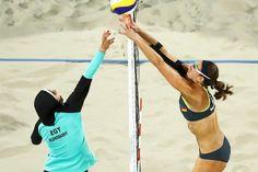 Rio Olympics: Egyptian Female Beach volleyball team wear Hijab while playing against Germany (photos) Volleyball News, Volleyball Uniforms, Volleyball Photos, Volleyball Players, Olympic Athletes, Olympic Sports, Olympic Games, Bikini Clad, The Bikini