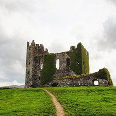 Ballycarbery Castle near Caherciveen, Ring of Kerry http://www.magickerry.com/ballycarbery-castle.html
