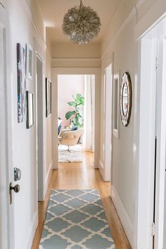 Home Interior Design Julia Goodwin's San Francisco Home Tour featuring Rugs USA's Homespun Moroccan Trellis runner!Home Interior Design Julia Goodwin's San Francisco Home Tour featuring Rugs USA's Homespun Moroccan Trellis runner! Long Hallway Runners, Stair Runners, Hall Runner, Entryway Rug, Hallway Wall Decor, Hallway Walls, Hallway Ideas, Hallway Chandelier, Apartment Ideas