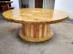 Mesa Carretel de madeira toda restaurado e trabalhado