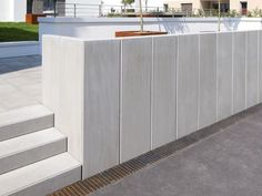 L-TEC system angle, exposed concrete – stone gray - Alles über den Garten Wood Fence Design, Yard Design, Concrete Stone, Exposed Concrete, Concrete Color, Backyard Retaining Walls, Stone Store, Outdoor Cooler, Balkon Design