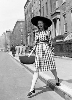 styleisstyle:  milkteeths:  1940s street fashion  goddamn, i love the 1940s. SERIOUSLY. Who wouldn't want to wear this every day?