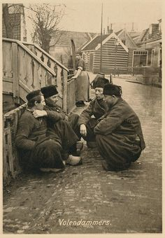 30 Vintage Photographs of Dutch Men in Traditional Volendam Worker Pants ~ vintage everyday Old Pictures, Old Photos, Vintage Photographs, Vintage Photos, Weird Vintage, European Travel, Vintage Advertisements, Traditional Outfits, American History