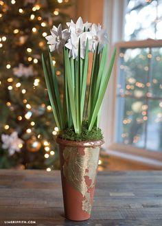Paperwhites from Metallic Paper New Video Tutorial on Creativebug Tissue Flowers, Fake Flowers, Pretty Flowers, Diy Flowers, Paper Pot, Diy Paper, Paper Crafts, Diy Home Crafts, Decor Crafts