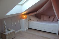 Pastel colors for this elegant girl's room – from Cote Maison Fr Source by etdetrois Girl Room, Girls Bedroom, Small Attic Room, Pastel Room, Pastel Colors, Loft Room, Studio Room, Home Room Design, Awesome Bedrooms