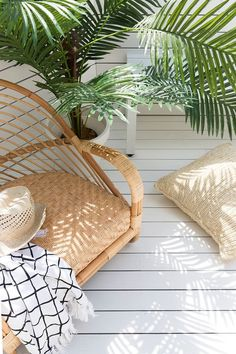 🌿MEZ🌿 The magic of spring beckons and it's time to move our everyday living and entertaining outside, lapping up those beautiful blue skies… Beer Bouquet, Bohemian Porch, Boho Lounge, Dark Interiors, Rattan Furniture, Byron Bay, Hanging Chair, Vintage Decor, Boho Decor