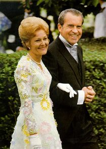 # President Richard Nixon escorts First Lady, Pat Nixon, to the wedding of their daughter, Tricia, on June 1971 in the White House Rose Garden. Presidents Wives, Republican Presidents, American Presidents, American History, First Lady Of Usa, First Lady Of America, Presidential History, Presidential Portraits, American First Ladies