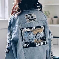 Looking for cotton jackets for girls? Buy ripped denim jacket online on Aesthetic Addict at a very reasonable price. Visit us now for more branded stuff. Mode Outfits, Fashion Outfits, Denim Fashion, Denim Outfits, Crazy Fashion, Jackets Fashion, Fashion Top, Cheap Fashion, Emo Fashion