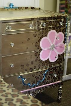 sooooo cute for the little girls room; or leave off flower and put in K's foyer.....   Sparkles: October 2010