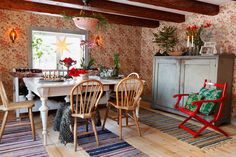colorful bohemian style in cozy Swedish home Decor, Cottage Design, Scandinavian Cabin, Interior, Country Dining, Christmas Home, Kitchen Dining Living, Home Decor, Noel Decoration