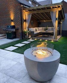 Backyard Seating, Backyard Patio Designs, Small Backyard Landscaping, Modern Backyard Design, Contemporary Garden Design, Outdoor Garden Bar, Outdoor Pergola, Outdoor Decor, Outdoor Furniture