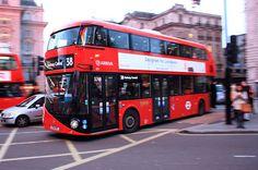 De nieuwe bus is al weer een jaar oud.