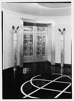 America 1st class lounge entrance