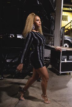 if you're trying to party with the queen you gon' have to sign a non-disclosure Beyonce 2013, Beyonce Album, Beyonce Knowles Carter, Beyonce And Jay Z, Beyonce Memes, Beyonce Coachella, Beyonce Body, Beyonce Style, Female Singers