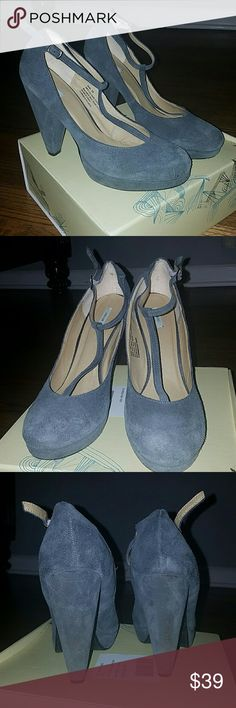 Suede tstrap platform heels Gorgeous grey suede midi platform round toe heel  heel height 3inc or less with half inc or so platform shoes are used price reflects condition heel area show some wear  any  other blemishes you would have to examine extremely hard again the shoes are a consigned item but in good shape! 🔥🔥 Kimchi Blue Shoes Heels