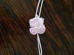 Pale lavender baby headband, made with three rosettes, with pearls and white vintage lace. Perfect for a photo shoot, special occasions or for every day wear. Rosette Headband, Headband Baby, Newborn Headbands, Vintage Lace, Rosettes, Baby Photos, Photo Props, Baby Shower Gifts, Belly Button Rings