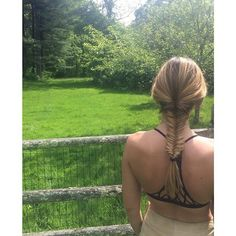 Learn how to do a fishtail braid–from high ponytails to side plaits–we've got the guide to all of the cutest ways. Braided Hairstyles Updo, Pretty Hairstyles, Wedding Hairstyles, Updo Hairstyle, Braided Updo, Updos, Fishtail Braid Styles, Side Plait, Chignon Wedding