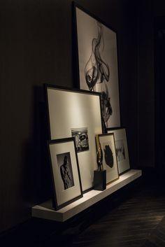 Une tablette le long du mur: décorative et peu encombrante Chic et Design - La touche d'Agathe - sobre sober modern moderne contemporain furniture interieur livingroom staircase couture luxueux luxe