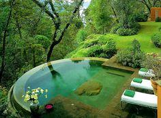 piscine avec débordement