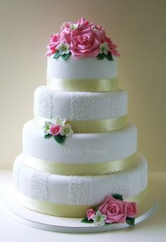 http://lamuccasbronza.blogspot.com  rose wedding cake