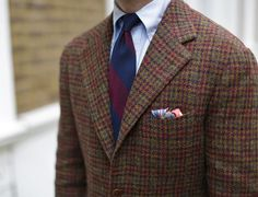 """shibumi-firenze: """"Shibumi Navy/Burgundy Block Stripe Grenadine Tie & Onnagata Pocket Square Striped ties feel very much at home combined with tweed jackets and button down. Suit Fashion, Fashion Shoes, Mens Fashion, Ivy League Style, Bespoke Suit, Knit Tie, Tweed Run, Suit And Tie, Classic Man"""