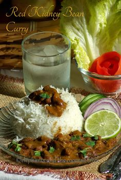 A lentil based curry elephants and the coconut trees: Rajma masala / Red kidney bean curry / Rajma chawal /Rajma curry Indian Vegetarian Dishes, Indian Food Recipes, Asian Recipes, Vegetarian Recipes, Cooking Recipes, Thai Recipes, Kidney Bean Curry, Kidney Beans, Moroccan Dishes