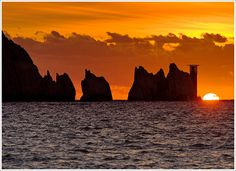 The Needles at Sunset, Isle of Wight, England, UK Nature Pictures, Cool Pictures, Beautiful Pictures, Sunset Images, Isle Of Wight, That Way, Science Nature, Amazing Photography, Monument Valley