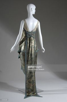 The Chicago History Museum! Callot Soeurs Evening Dress - Back - 1921 - by Callot Soeurs (French, - The Chicago History Museum 20s Fashion, Edwardian Fashion, Art Deco Fashion, Fashion History, Vintage Fashion, Fashion Design, Womens Fashion, 1920 Style, Vintage Outfits
