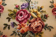 Brodert stoff, blomstermotiv (nr. 5) Pillows