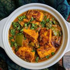 Paneer tikka masala is an exotic Indian curry made of marinated and grilled paneer cubes dunked in a spicy and rich onion tomato based gravy. Paneer Tikka Masala Rezept, Chaat Masala, Garam Masala, Paneer Makhani, Aloo Methi, Paneer Gravy Recipe, Paneer Recipes, Masala Recipe, Veg Recipes