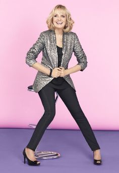 Here is famous Flamboyant Gamine Twiggy wearing what I consider a great basic FG outfit -- a long boyfriend jacket and skinny pants. I wear a similar version to work.