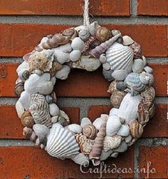 17 Hot DIY Summer Wreaths - collected by TwoPlusCute.com: Seashells Wreath