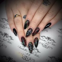 Beautiful Nails from Nail Art Gallery Skull Nail Art, Skull Nails, Halloween Nail Designs, Halloween Nail Art, Nail Polish Designs, Cool Nail Designs, Cute Nails, Pretty Nails, Gothic Nail Art