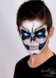 Face painting with the award-winning Facepainterin and instructor. Haloween Makeup, Halloween Makeup Looks, Face Painting For Boys, Face Painting Designs, Maske Halloween, Halloween Carnival, Skull Face Paint, Kids Skeleton Face Paint, Skeleton Makeup