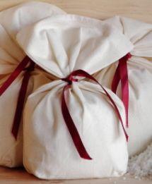 #diy bathtime sachets made from muslin/cheesecloth/organza with variation #recipe for basic milk bath, milk & honey, lavender, lavender & oatmeal, lavender chamomile, rosemary oatmeal tea, rosemary basil... plenty of good stuff!